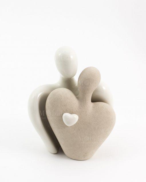 scultura coppia innamorati due colori con cuore ceramica cuorematto