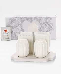 set sale e pepe e portatovaglioli su base legno con scatola cuore matto