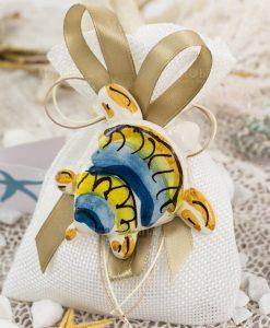 bomboniera calamita tartaruga ceramica caltagirone su sacchetto juta bianco
