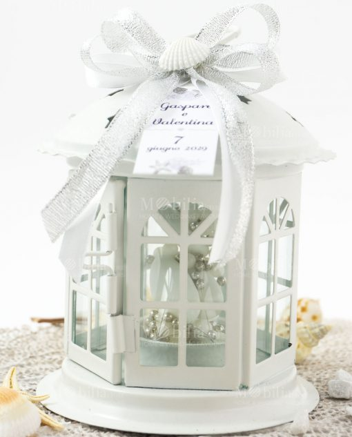 bomboniera lanterna portacandela con fiocco argento e bianco e conchiglia