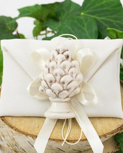 bomboniera magnete pigna bianca ceramica su sacchetto bustina