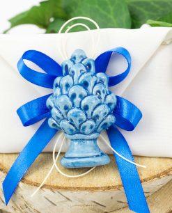 bomboniera magnete pigna blu ceramica su sacchetto bustina