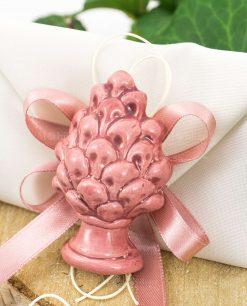 bomboniera magnete pigna rosa ceramica su sacchetto bustina
