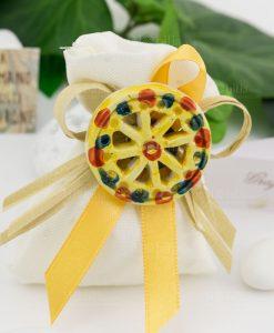 bomboniera magnete ruota carretto gialla su sacchetto bianco