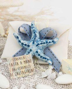 bomboniera magnete stella marina blu ceramica caltagirone su sacchetto bustina con nastro abbinato