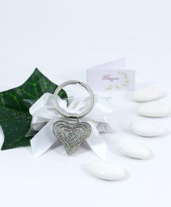 bomboniera portachiavi cuore su tubicino con fiocco raso bianco