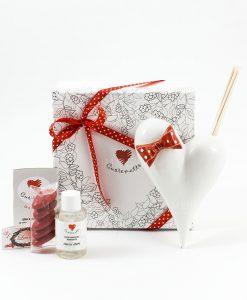 bomboniera profumatore cuore bianco con fiocco rosso a pois bianchi con fragranza e bastoncini confetti rossi cuorematto