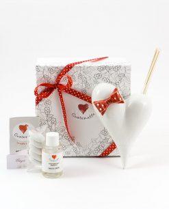 bomboniera profumatore cuore bianco con fiocco rosso a pois bianchi con fragranza e bastoncini confezione basic cuorematto