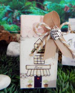 bomboniera scatolina portaconfetti casetta con fiocco cordoncino e natro rigato ciondolo cuore made with love