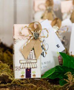 bomboniera solidale casetta piccola portaconfetti con nastro e cordoncino e ciondolino cuore made with love