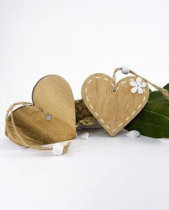 calamita legno cuore con fiore bianco