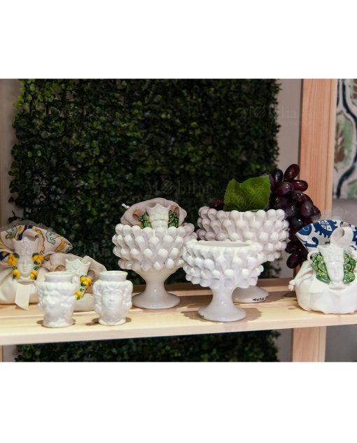 ceramica bianca teste di moro e vaso pigna ceramica artigianale caltagirone sicilia