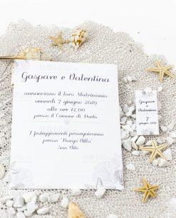 invito e bigliettino cerimonia tma mare con conchiglie e stella marina