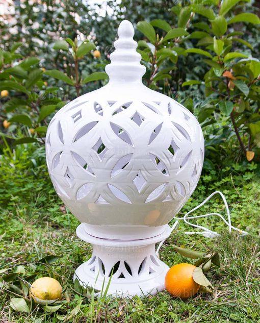 lampada media ceramica traforata bianca artigianale caltagirone siciliana