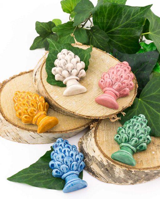 magnete pigna ceramica artigianale siciliana giallo bianco rosa blu e verde
