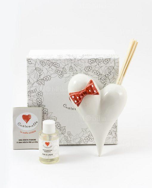 profumatore cuore bianco con fiocco rosso a pois bianchi con fragranza e bastoncini cuorematto