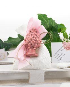 sacchettino con pigna rosa ceramica di caltagirone con fiocchi grosgrain
