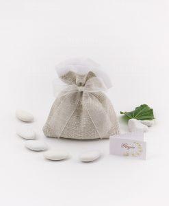 sacchetto juta confezionato con fiocco organza bianco e confetti