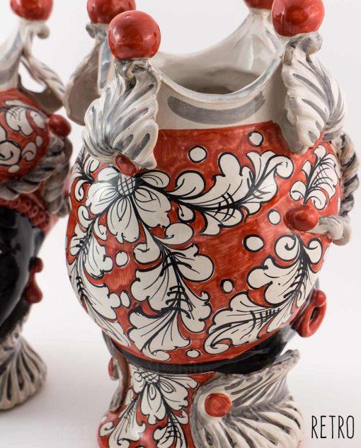 testa di moro con copricapo rosso e bianco con decori floreali retro ceramica