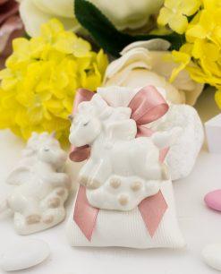 bomboniera calamita porcellana unicorno forme assortite su sacchetto bianco rigato con fiocco rosa
