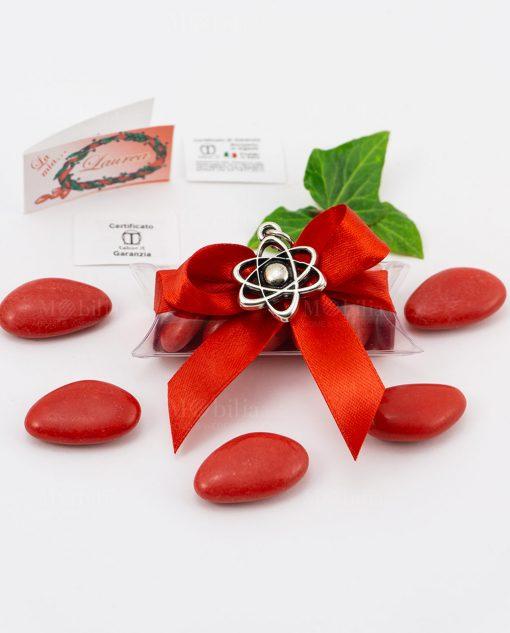 bomboniera ciondolo atomo microfusione placcato argento tabor su tubicino fiocco e confetti rossi
