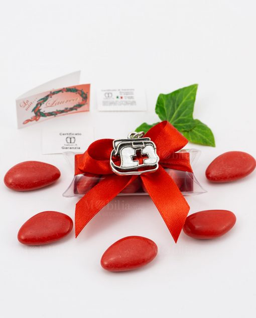 bomboniera ciondolo borsa dottore microfusione placcato argento tabor su tubicino fiocco e confetti rossi