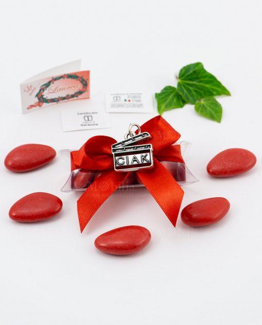 bomboniera ciondolo ciak microfusione placcato argento tabor su tubicino fiocco e confetti rossi