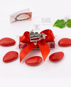 bomboniera ciondolo cinepresa microfusione placcato argento tabor su tubicino fiocco e confetti rossi