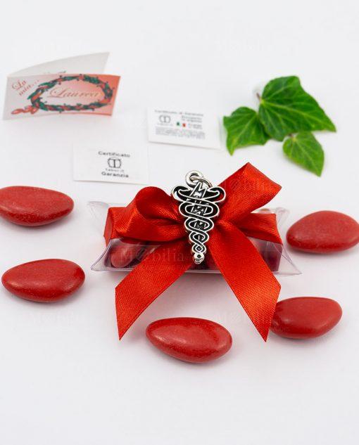 bomboniera ciondolo fisioterapia microfusione placcato argento tabor su tubicino fiocco e confetti rossi