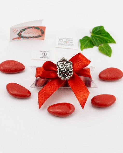 bomboniera ciondolo gufo microfusione placcato argento tabor su tubicino fiocco e confetti rossi