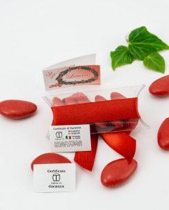 bomboniera ciondolo microfusione placcato argento tabor su tubicino nastro e confetti rossi retro