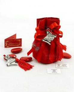 bomboniera ciondolo pergamena con tocco e scritta e nappina rossa tabor su sacchettino cotone e fiocco a 4 rosso