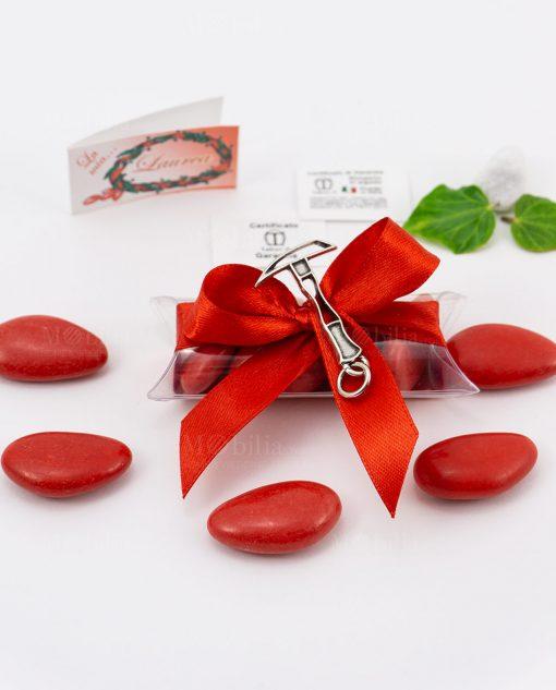 bomboniera ciondolo piccone microfusione placcato argento tabor su tubicino fiocco e confetti rossi