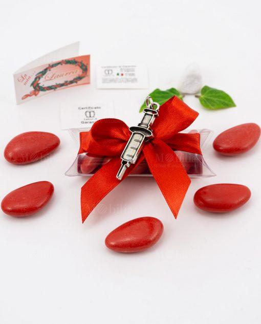 bomboniera ciondolo siringa microfusione placcato argento tabor su tubicino fiocco e confetti rossi