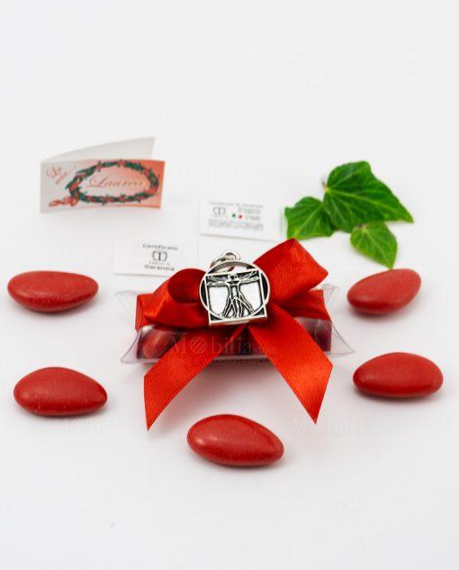 bomboniera ciondolo uomo vitruviano microfusione placcato argento tabor su tubicino fiocco e confetti rossi