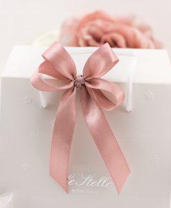 bomboniera lampada led carrozza dettaglio fiocco a 4 rosa raso su busta con stelline
