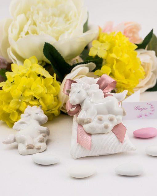 bomboniera magnete porcellana unicorno forme assortite su sacchetto bianco rigato con fiocco rosa