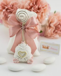 bomboniera memoclip carrozza con fiori su sacchetto rigato bianco con fiocco a 4 rosa
