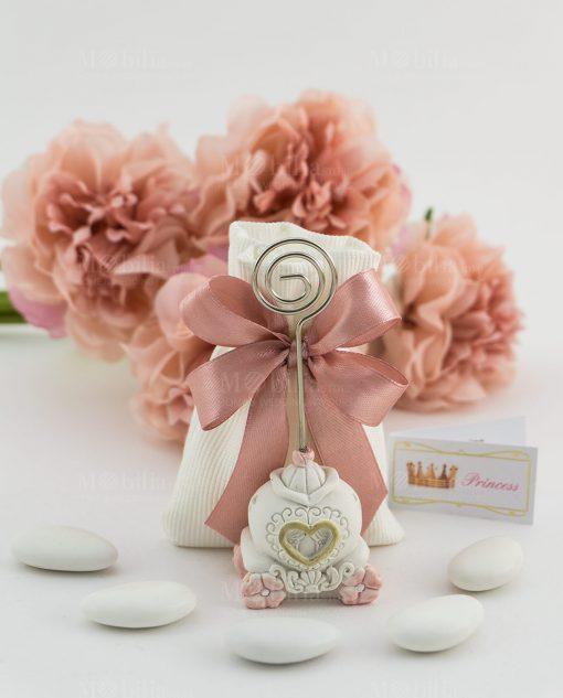 bomboniera memoclip carrozza su sacchetto bianco rigato con fiocco a 4 rosa