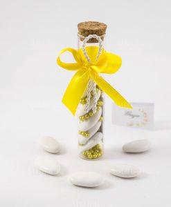 bomboniera provetta vetro tappo sughero con praline oro e nastro giallo con cordoncino
