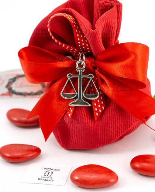 bomboniera sacchettino rosso portaconfetti rigato dettaglio ciondolo bilancia microfusione tabor