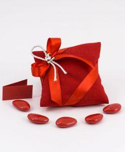 bomboniera sacchetto cuscino portaconfetti rosso con ciondo tocco e pergamena
