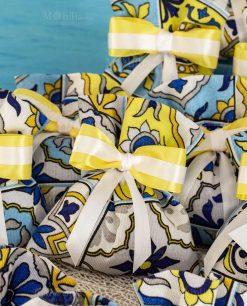 bomboniera sacchetto portaconfetti stampa maioliche fiocco bianco e giallo