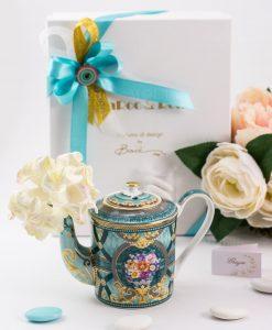 bomboniera teiera e profumatore blu con fiori e decori color oro linea maroc e roll baci milano