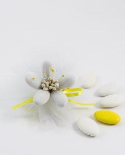 fiore di sulmona bianco con decori e nastro gialli