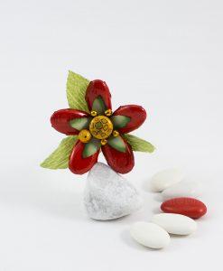 fiore di sulmona rosso e giallo con foglie verdi