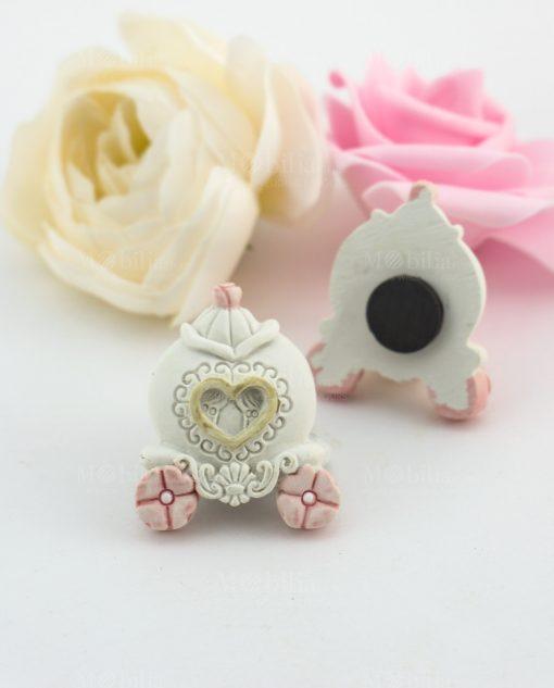 magnete carrozza con fiori rosa e cuore