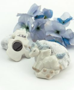 magnete unicorno bianco porcellana con criniera azzurra
