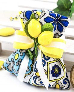 sachetto portaconfetti confezionato con stampa maioliche e applicazione limoni