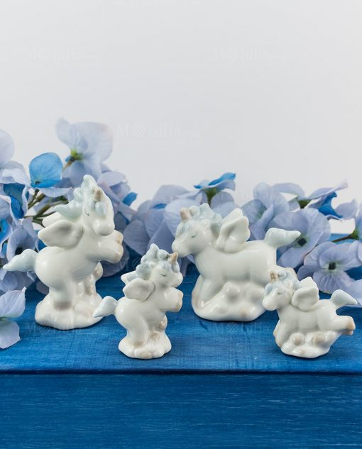 sculturina unicorno azzurro porcellana grande e piccola